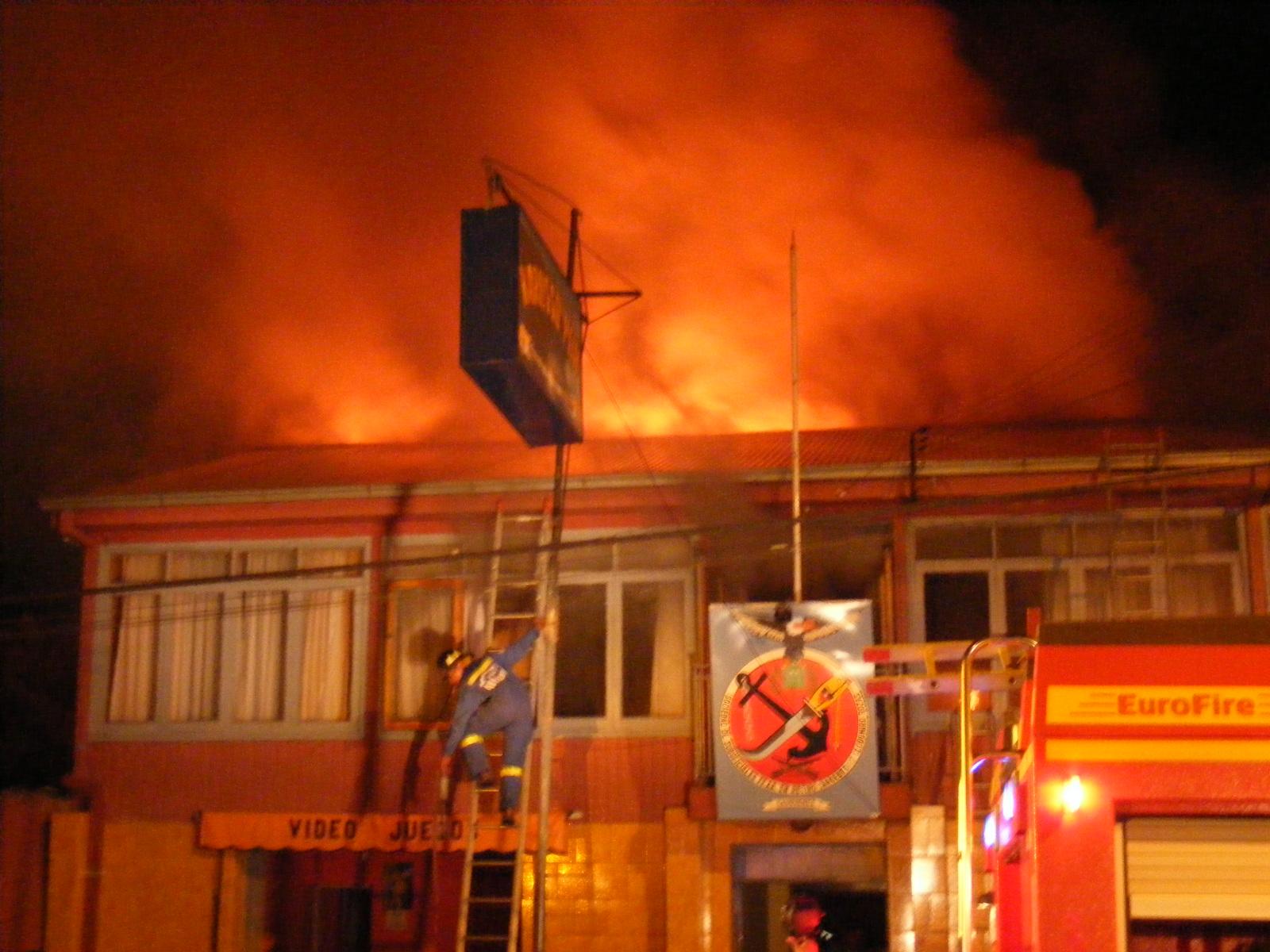 Incendio Consumi Inmueble De Sociedad De Suboficiales En Retiro  # Muebles Cauquenes