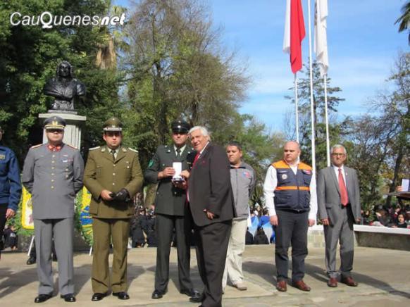 Gendarmeria cauquenes medalla 275 aniversario 02-cqnet