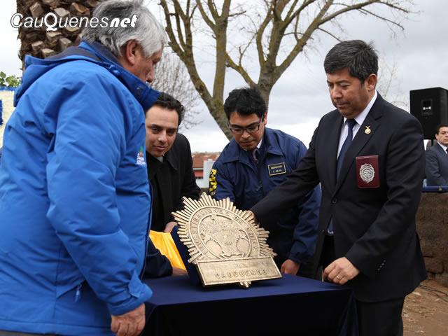 PDI recibe antigua placa para museo 01-cqnet