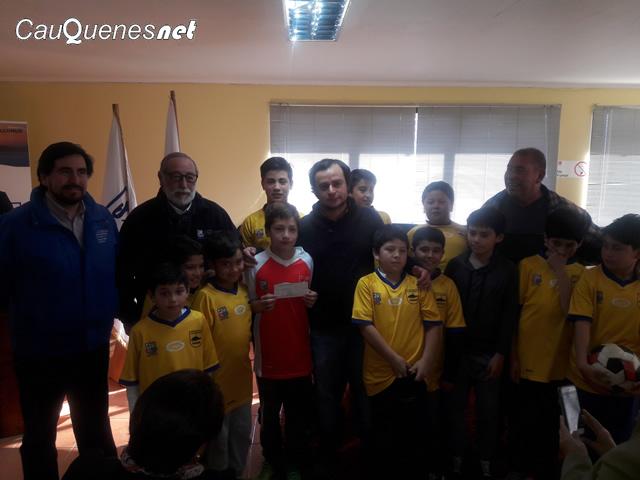 Gob entrega recursos a org deportivas prov cauquenes 02-cqnet