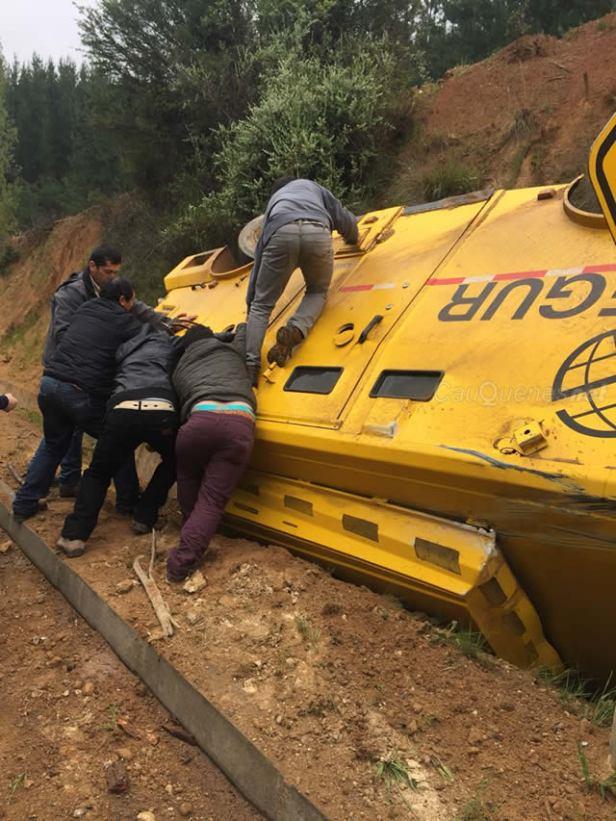 Vuelca camion de prosegur en camino cauquenes chanco 02-cqnet