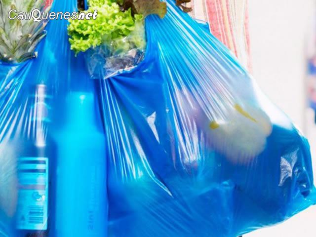 Desde hoy negocios de barrio no podrán entregar bolsas plásticas para el transporte de mercadería
