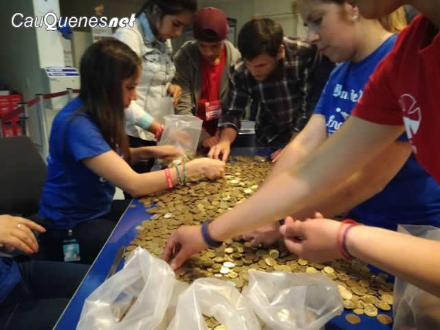 Teleton 2017 cauquenes voluntarios en banco 01-cqnet