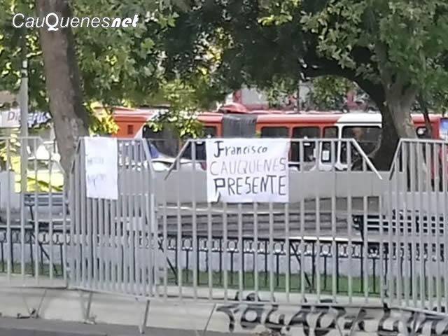 cauqueninos dejan carteles al papa 04-cqnet