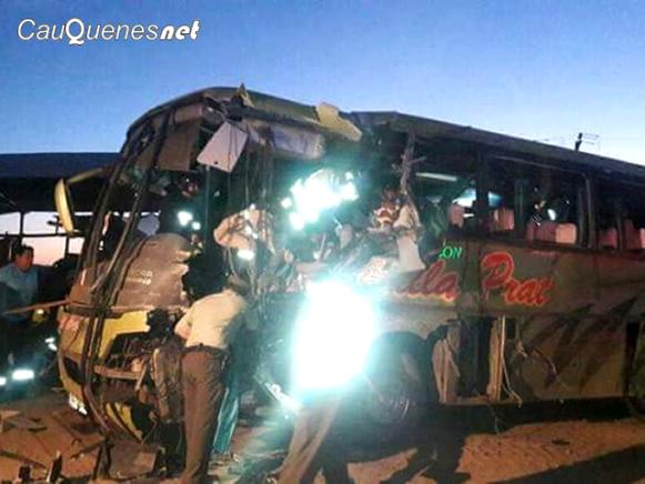 bus Villa Prat chocó con bus agricola ruta 128 100218 03-cqnet