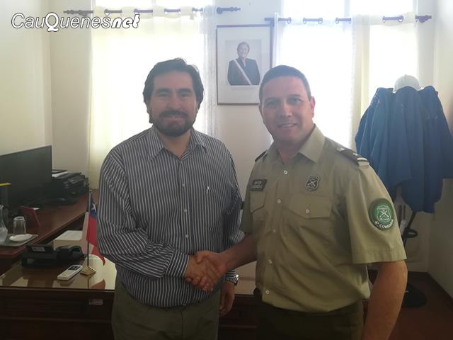 Carabineros Mayor Eduardo Inzunza visitó a gobernador cauquenes 060217 01-cqnet