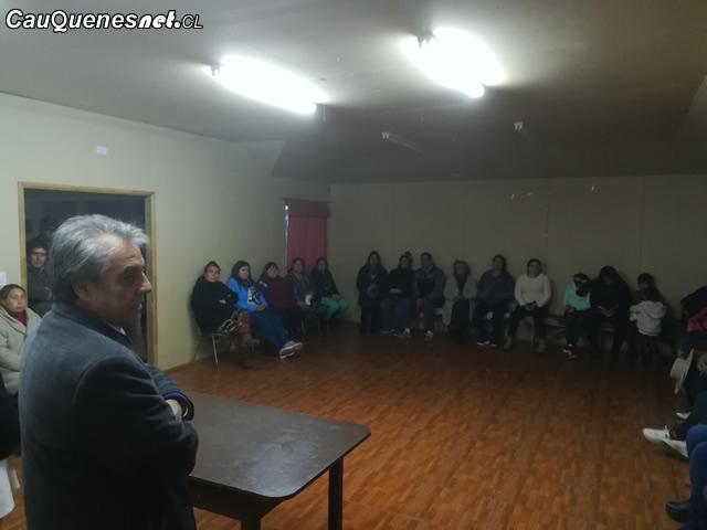 Gobernador Vignolo con vecinos de villa las palmeras 01-cqcl