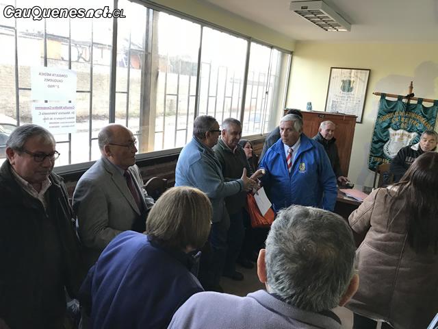 Gendarmeria funcionarios en retiro con alcalde de cauquenes 01-cqcl