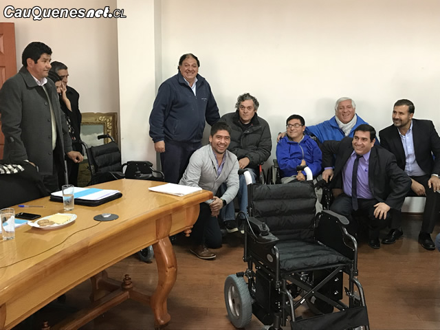 En Cauquenes entregan sillas de ruedas eléctricas