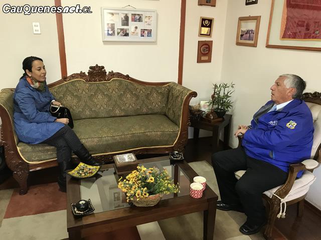 Seremi salud se reune con alcalde de cauquenes 01-cqcl