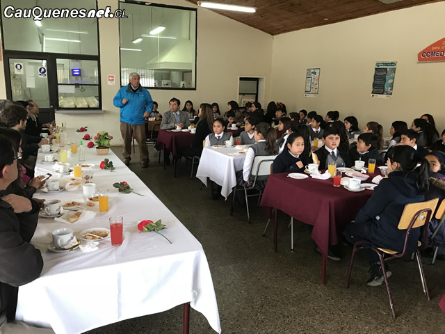 Desayuno con alumnos rurales destacados en Simce jun 2018 01-cqcl