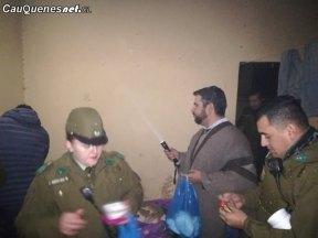 Carabineros y gobernador ruiz asisten a personas de la calle 02-cqcl