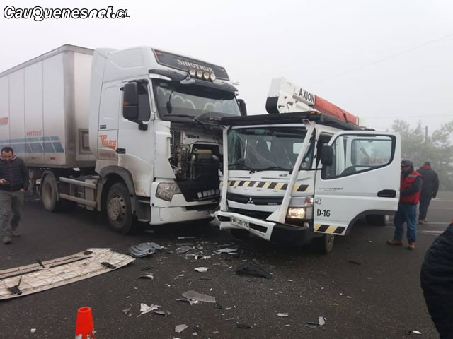 Cauquenes: Dos camiones chocan en el cruce El Boldo