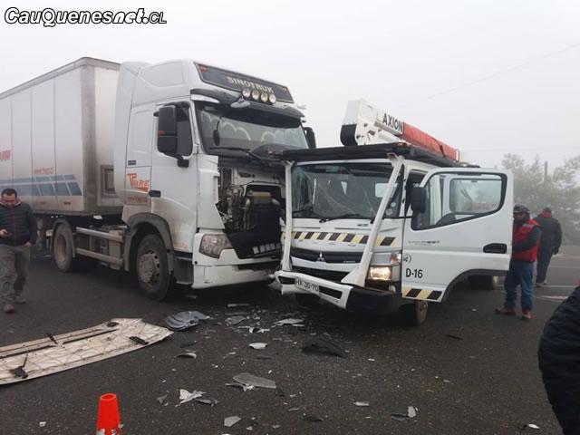 Choque de camiones cruce El Boldo 180718 01-cqcl