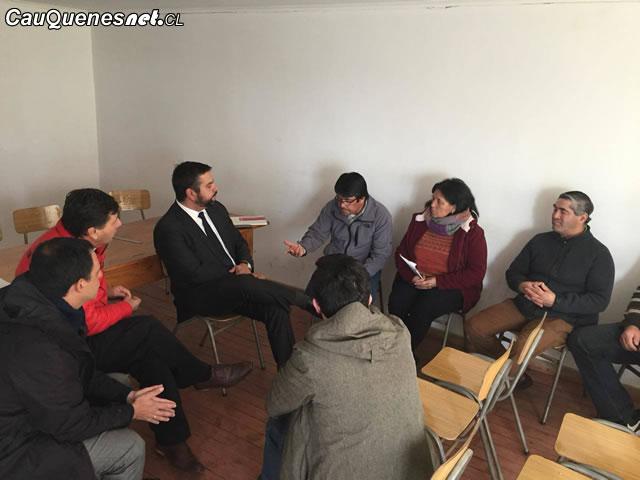 Gobernador de Cauquenes se reunió con pescadores artesanales de Pelluhue y Curanipe