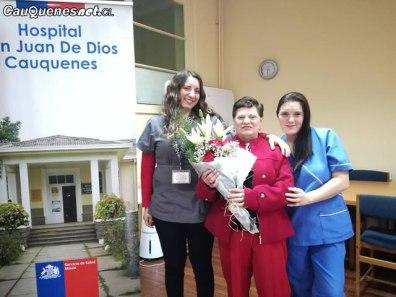Hospital de Cauquenes homenajea a ex funcionaria sra Elcira 01-cqcl
