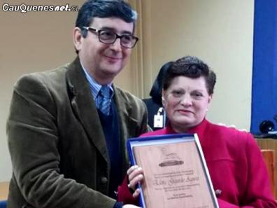 Hospital de Cauquenes homenajea a ex funcionaria sra Elcira 02-cqcl