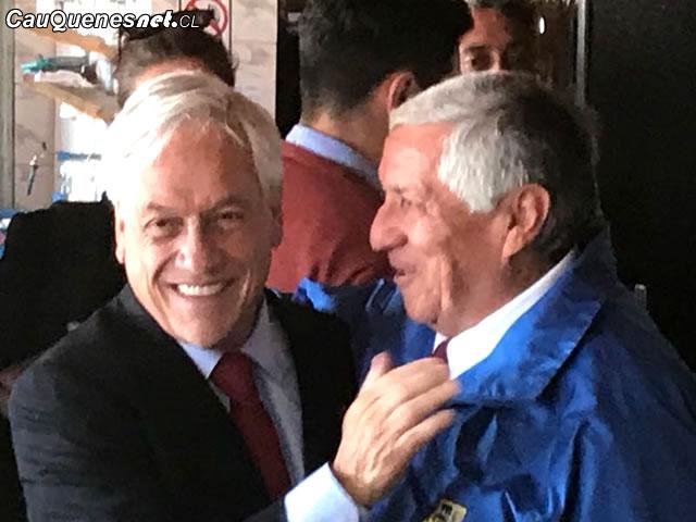 Piñera con alcalde Muñoz 01-cqcl