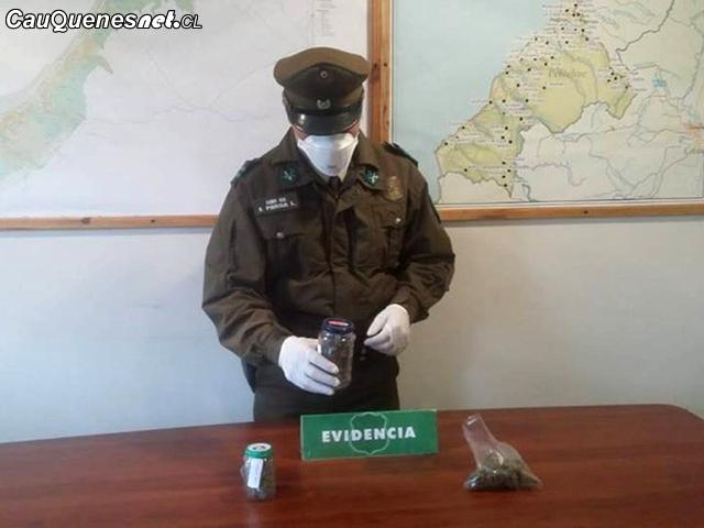 Carabineros detiene a 3 sujetos con frascos con marihuana pelluhue 150918 01-cqcl