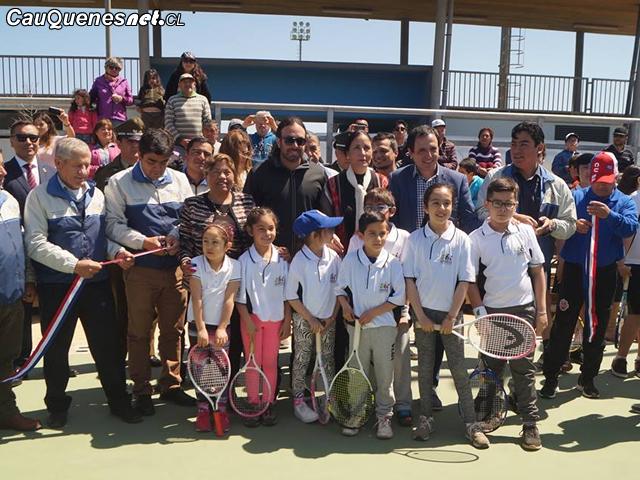 Con Nicolás Massú Pelluhue inauguró su nueva cancha de tenis
