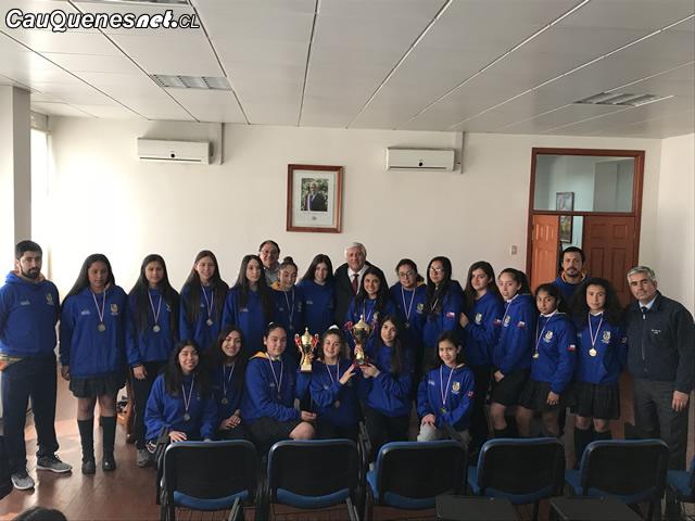 Selecciones basquetbol damas con alcalde muñoz 2018 01-cqcl