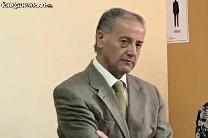 Apoderados del Liceo Antonio Varas de Cauquenes piden el regreso del director Walter Bilbao