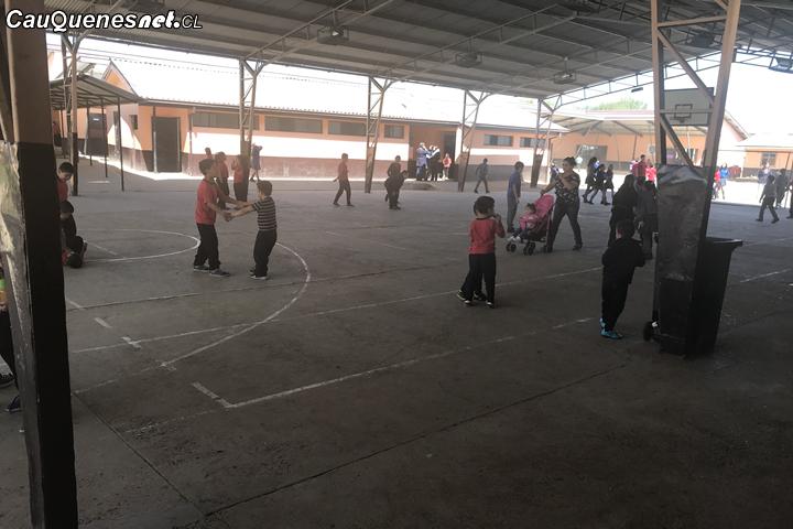Cauquenes: Multicanchas de escuelas de Porongo y Blanco Encalada