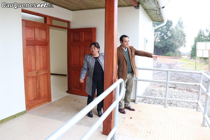 Alcaldesa de Pelluhue visitó nueva sede social y cancha de sector de Quilicura