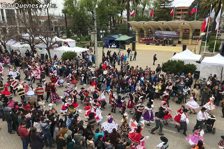 Cientos de pañuelos al viento conmemoran las celebraciones patrias en Cauquenes
