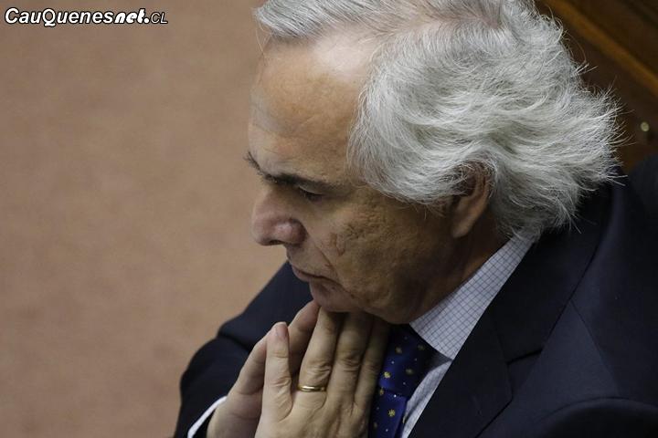 Senado aprobó acusación constitucional contra exministro del interior Andrés Chadwick