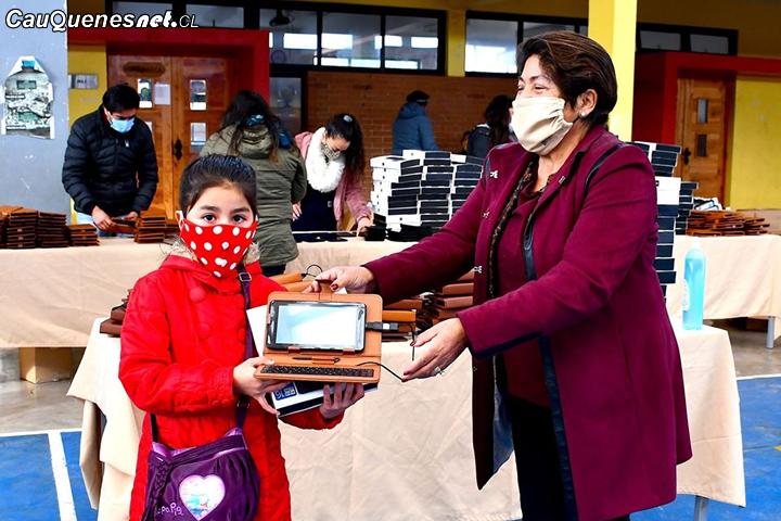En Pelluhue entregan tablets  a estudiantes de primer ciclo básico