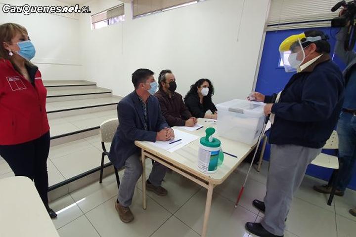 #Plebiscito2020: Cómo pueden votar las personas con discapacidad visual