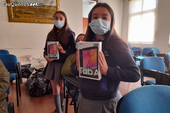 Cauquenes: Continúa la entrega de tablets en escuelas rurales de la comuna