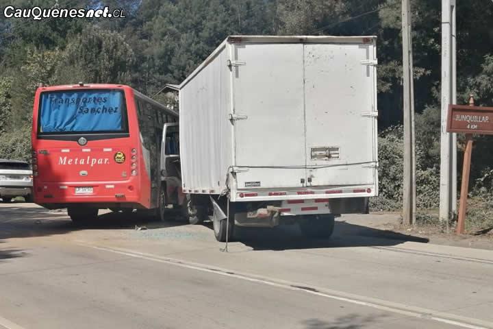 Minibús y camión 3/4 chocan en ruta Cauquenes – Chanco